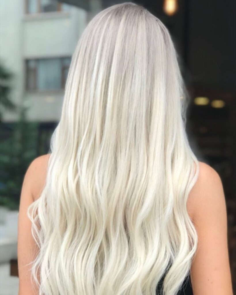 platinum blonde wavy hairstyle