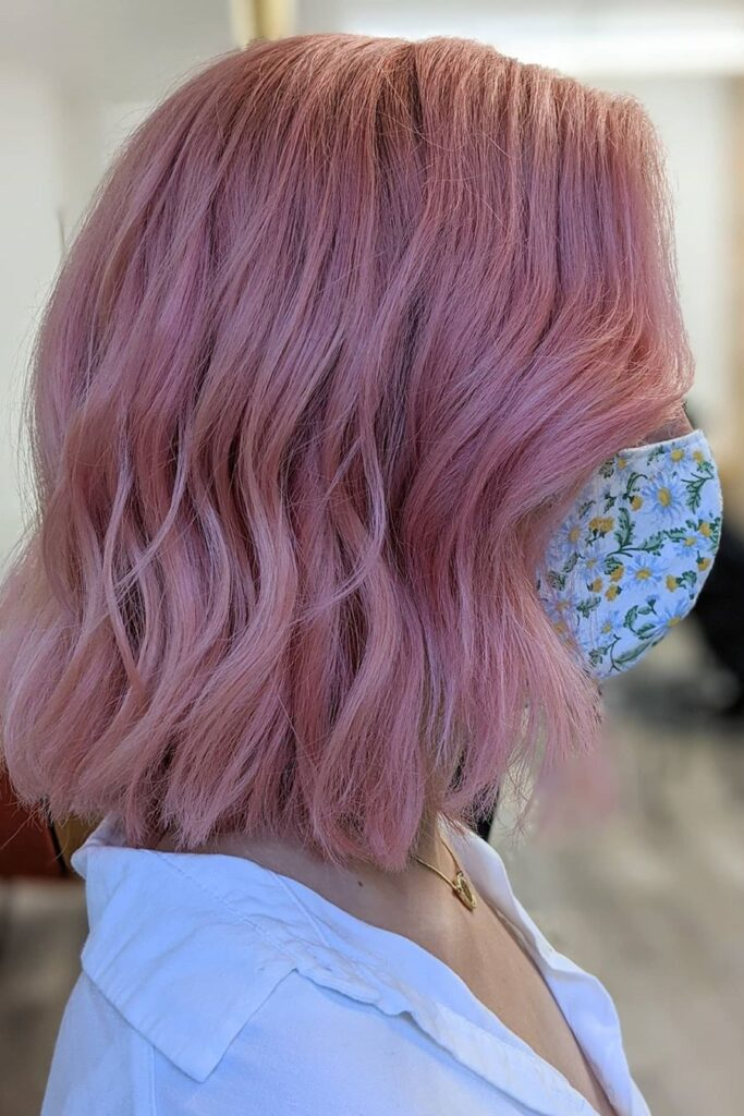 pink wavy short hairstyle