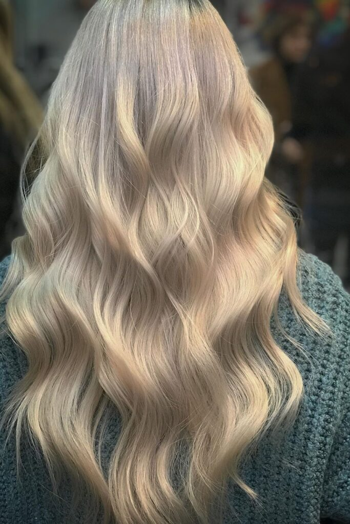 long wavy blonde hairstyle