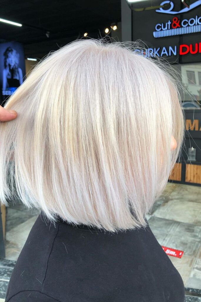 short cut straight blonde hairstyle