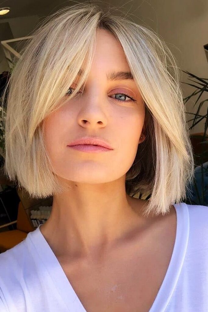 chin-lenght blonde hairstyle