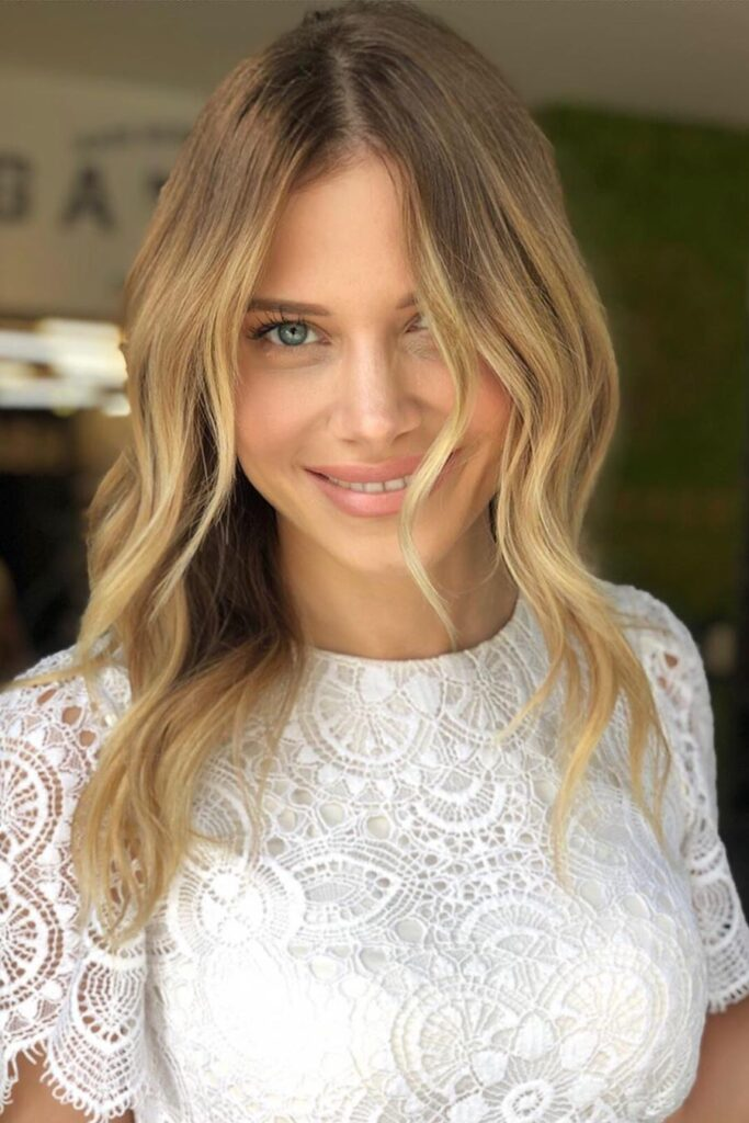 medium lenght blonde hairstyle
