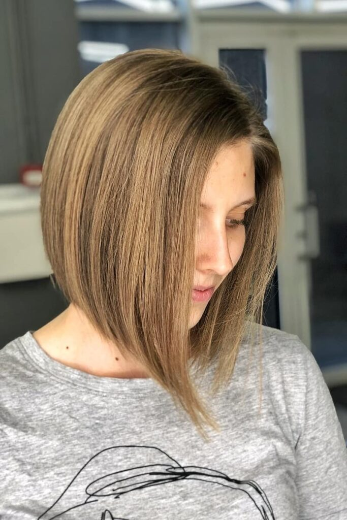 chin-lenght light brown hairstyle