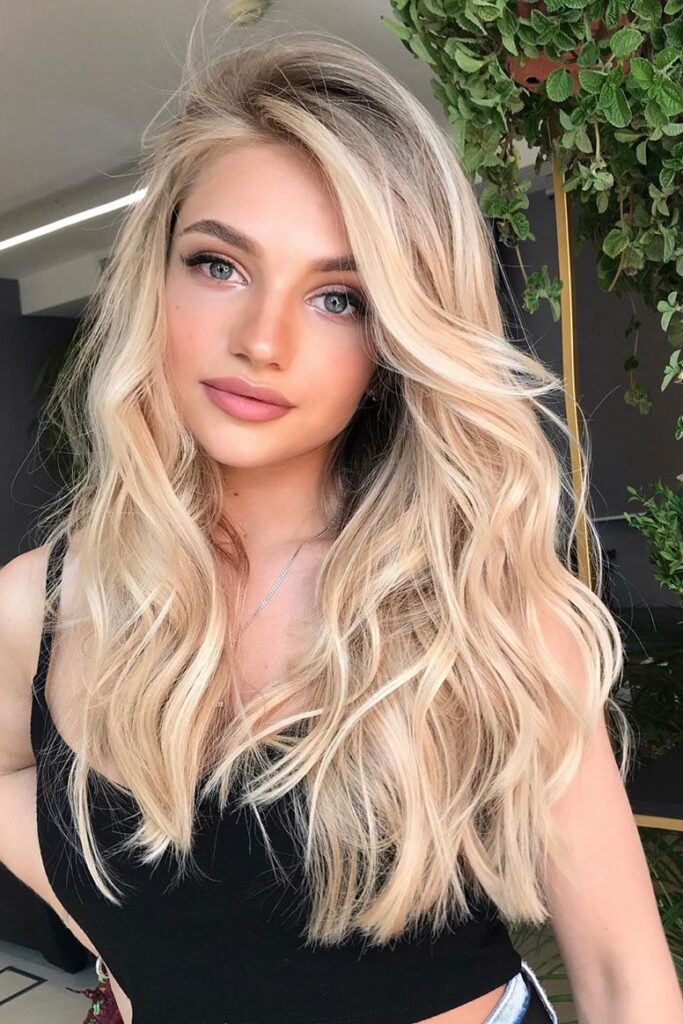 chic long blonde hairstyle