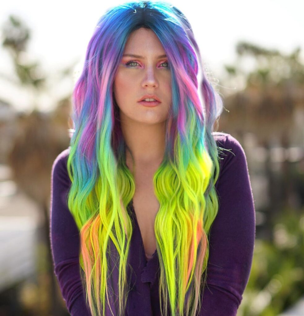 blue green wavy hairstyle