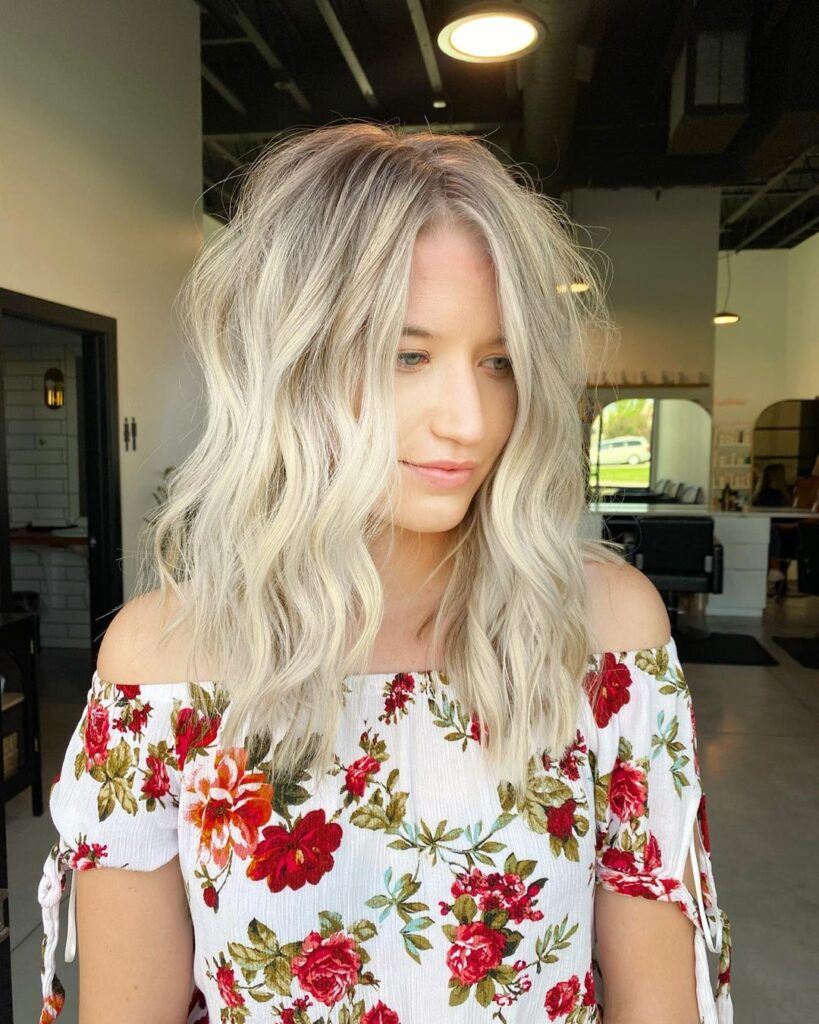 shoulder lenght blonde hairstyle