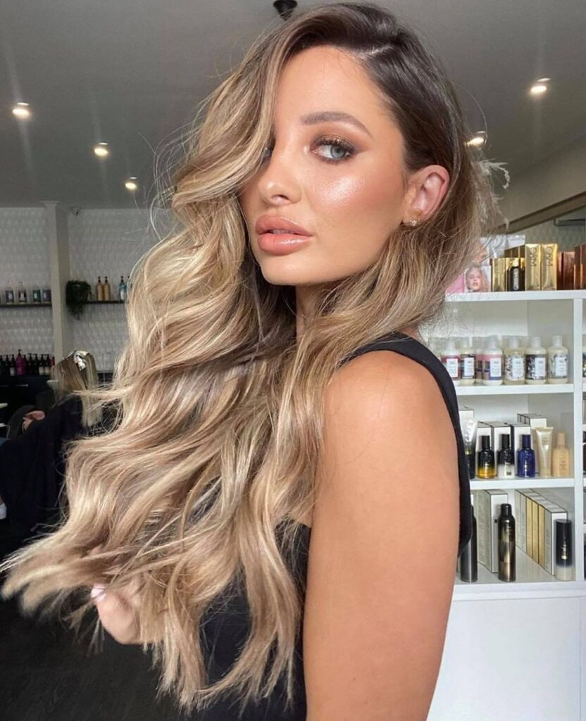 blonde ombre wavy hairstyle