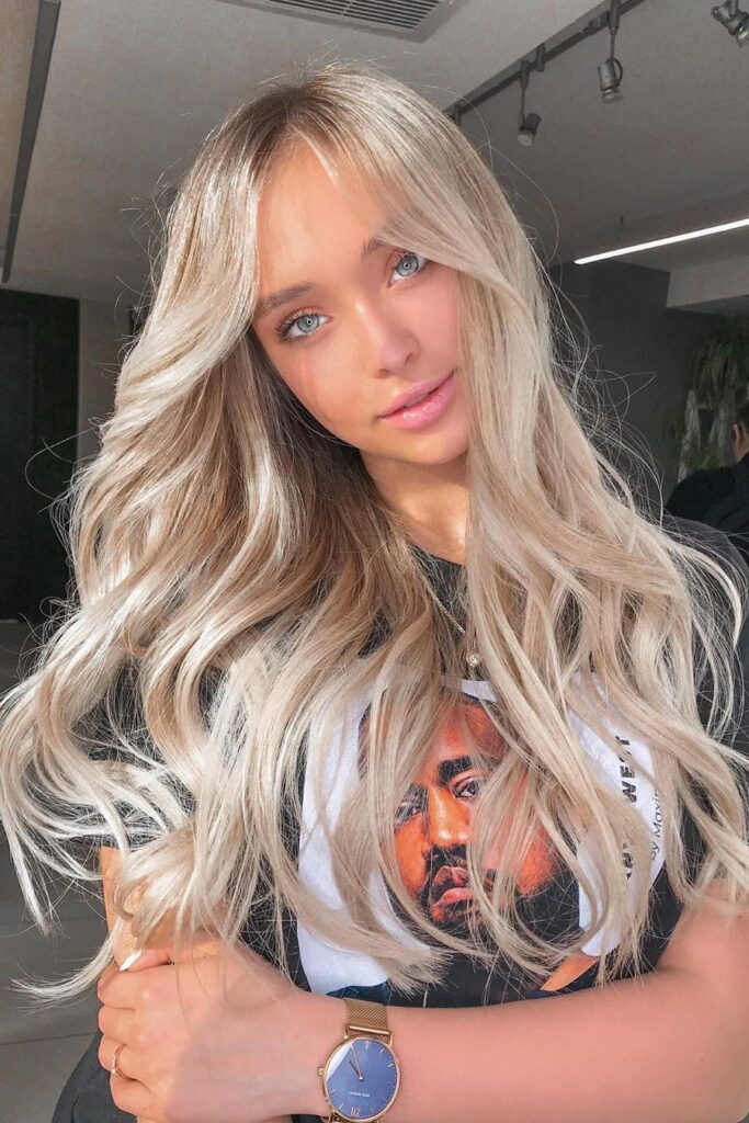 Long hairstyle blonde wavy hairstyle
