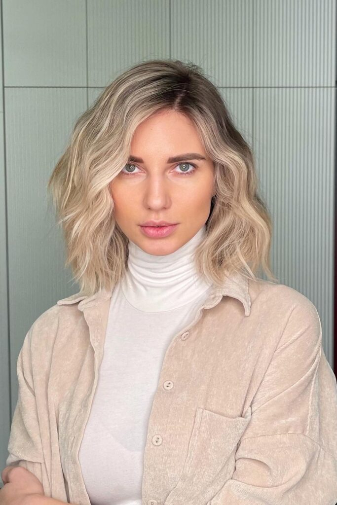 medium blonde wavy hairstyle